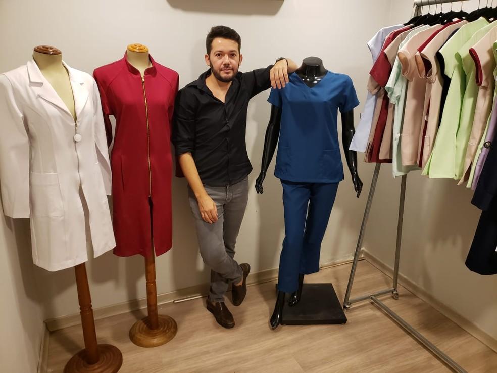 Thiago aluga roupas para profissionais da saúde